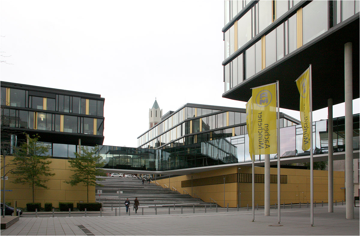 Architektur Aachen aachenmünchener direktionsgebäude in aachen unter dem aufgeständerten bauteil architektur