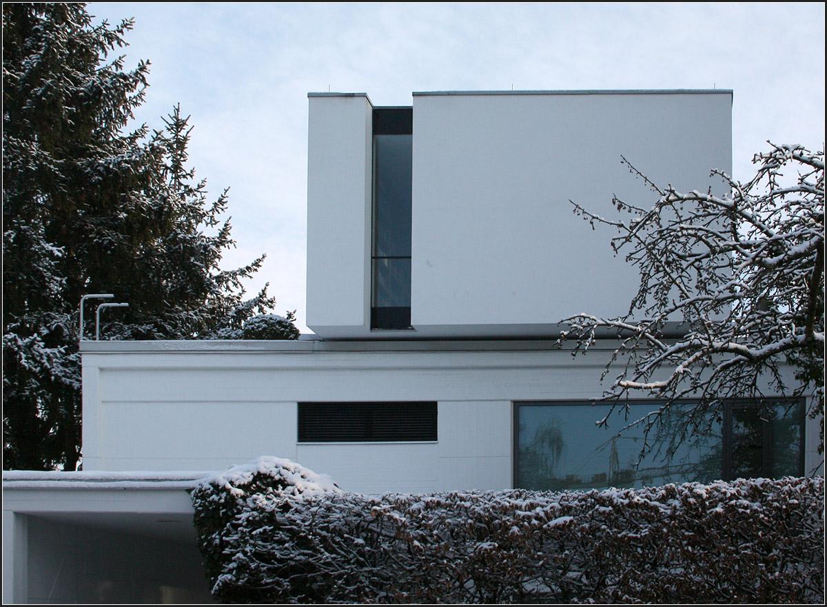 bibliotheksaufbau in stuttgart 2003 wurde ein bestehendes flachdach wohngeb ude um ein. Black Bedroom Furniture Sets. Home Design Ideas