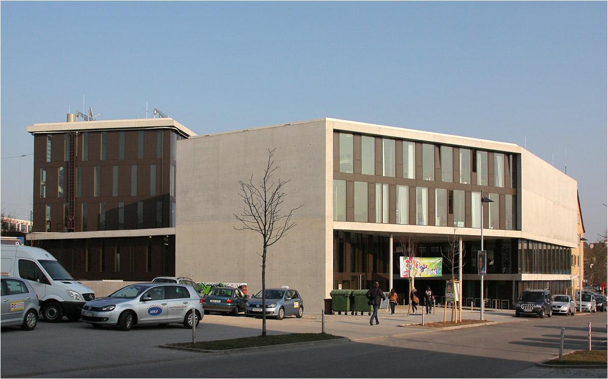 Fenster Bad Cannstatt : das Familienzentrum sind im CANN hinter dem Bahnhof von Bad Cannstatt