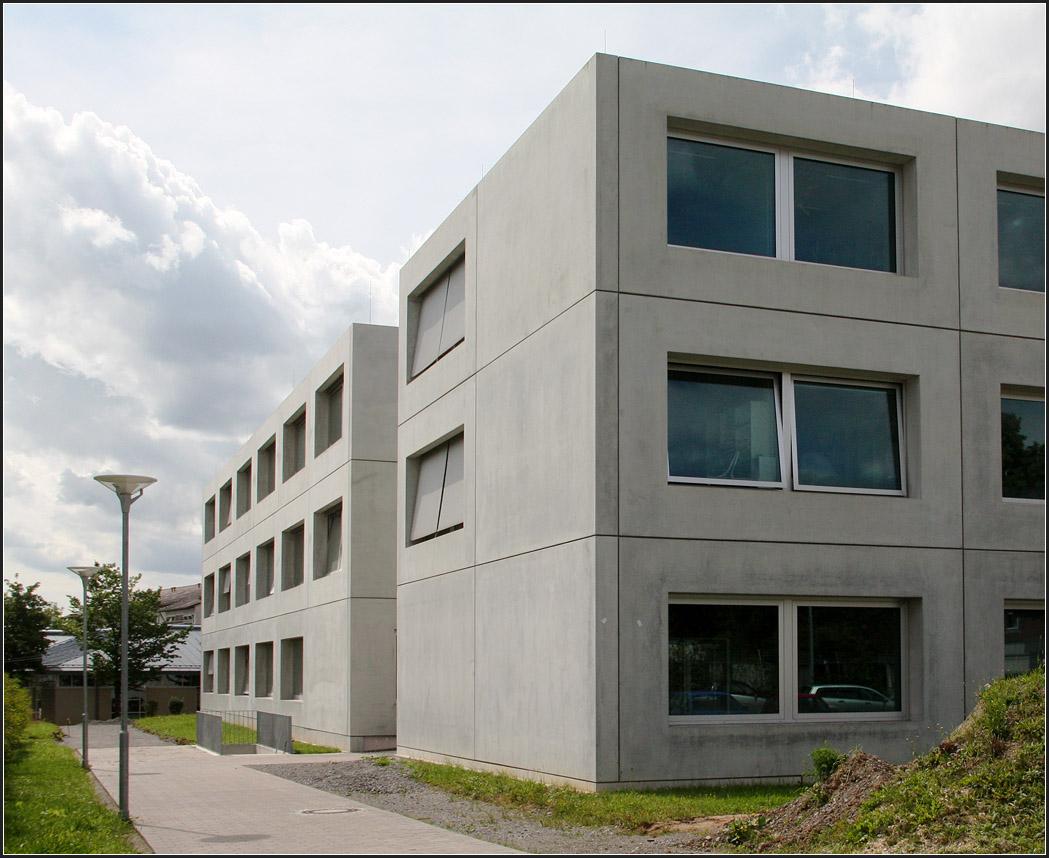 Forschungszentrum der uni stuttgart ansicht der beiden for Uni stuttgart architektur