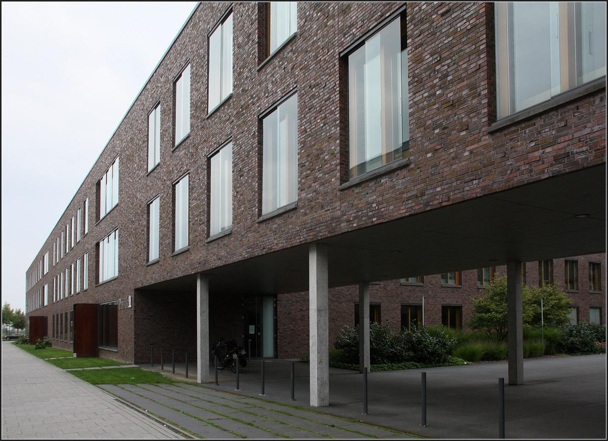 Physikalisches institut der uni frankfurt riedberg for Universitat architektur