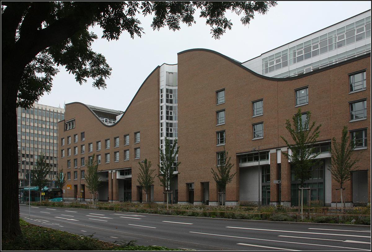 Stadtwerke und museum judengasse frankfurt am main for Architektur frankfurt