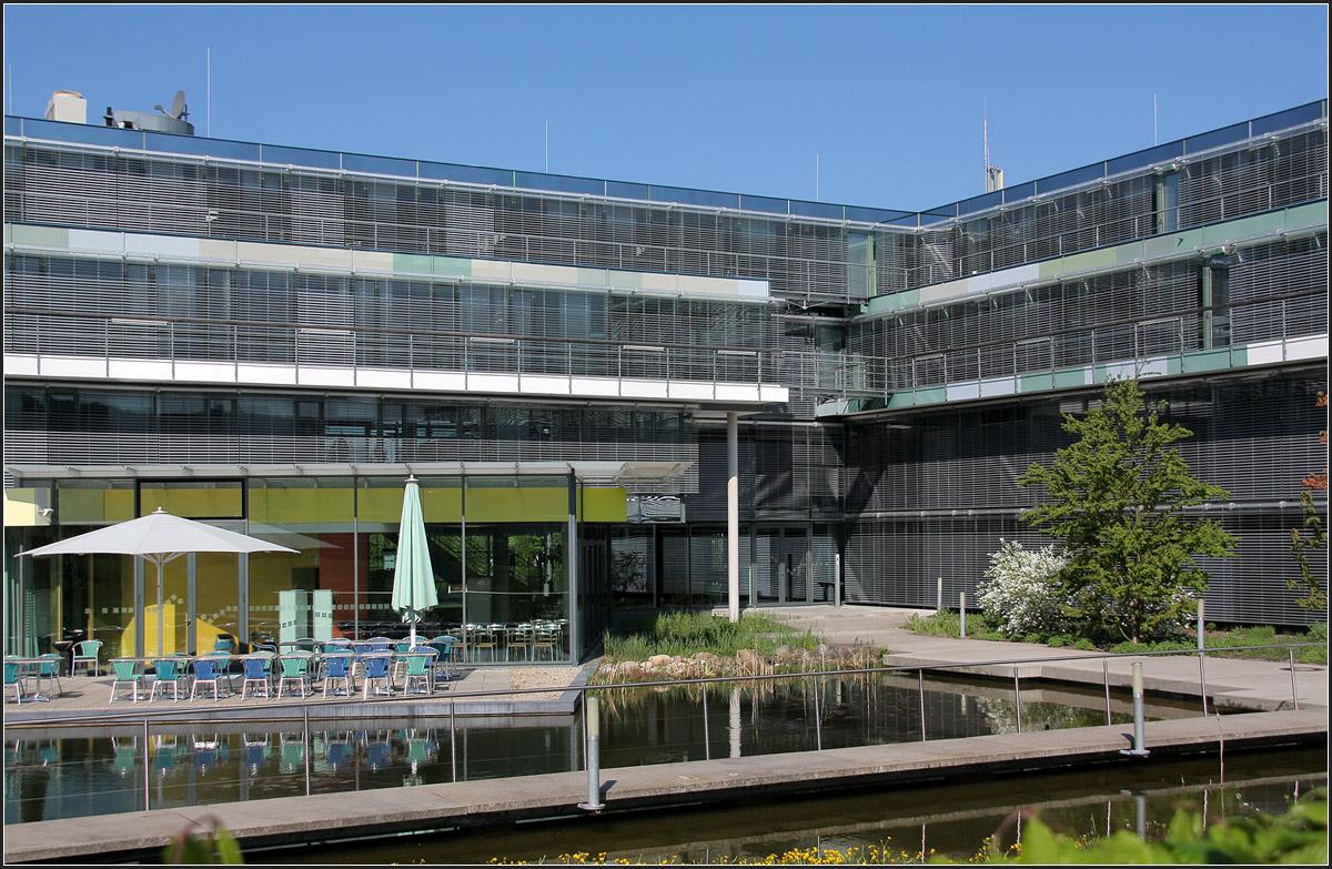Verwaltungsgeb ude 39 entory home 39 in ettlingen ostseite des geb udes mit wasserbecke - Behnisch architekten boston ...