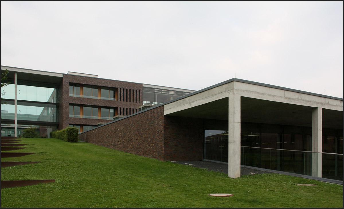 Werkstattzentrale der uni frankfurt riedberg im for Universitat architektur